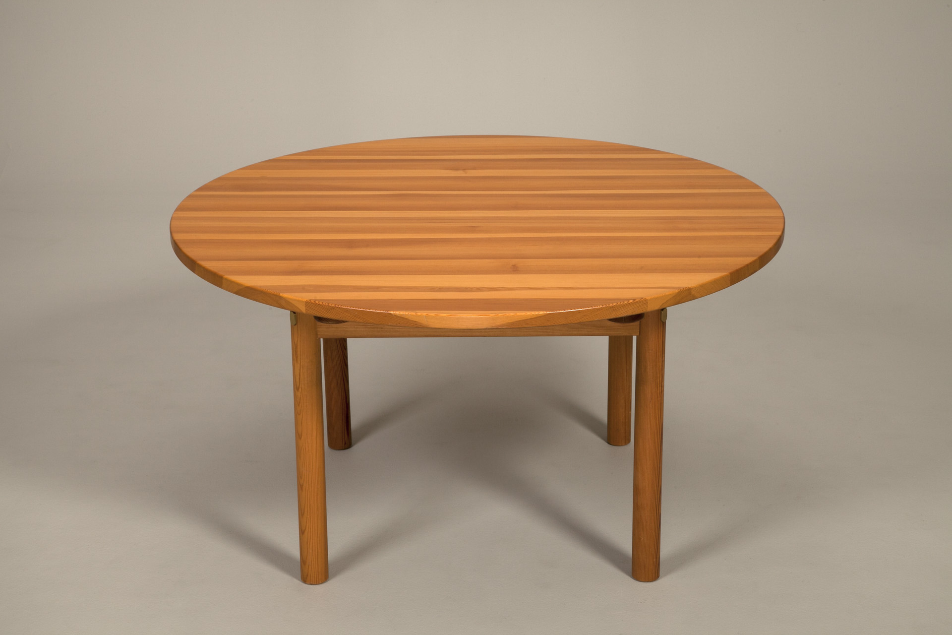 jacksons large round dining table