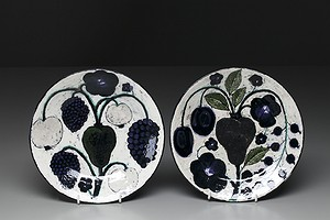 Pair of Birger Kaipiainen Plates