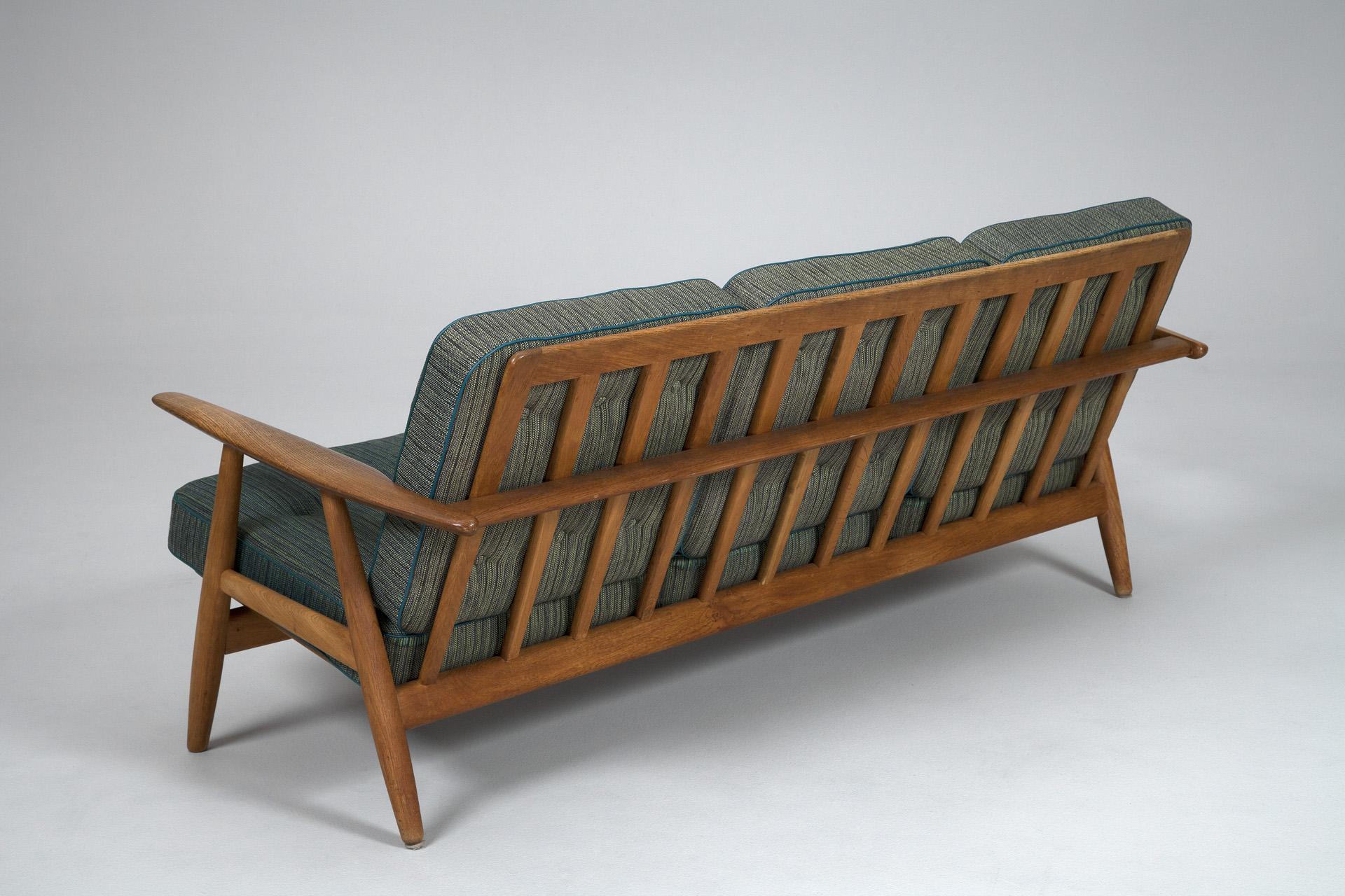 jacksons sofa hans j wegner. Black Bedroom Furniture Sets. Home Design Ideas