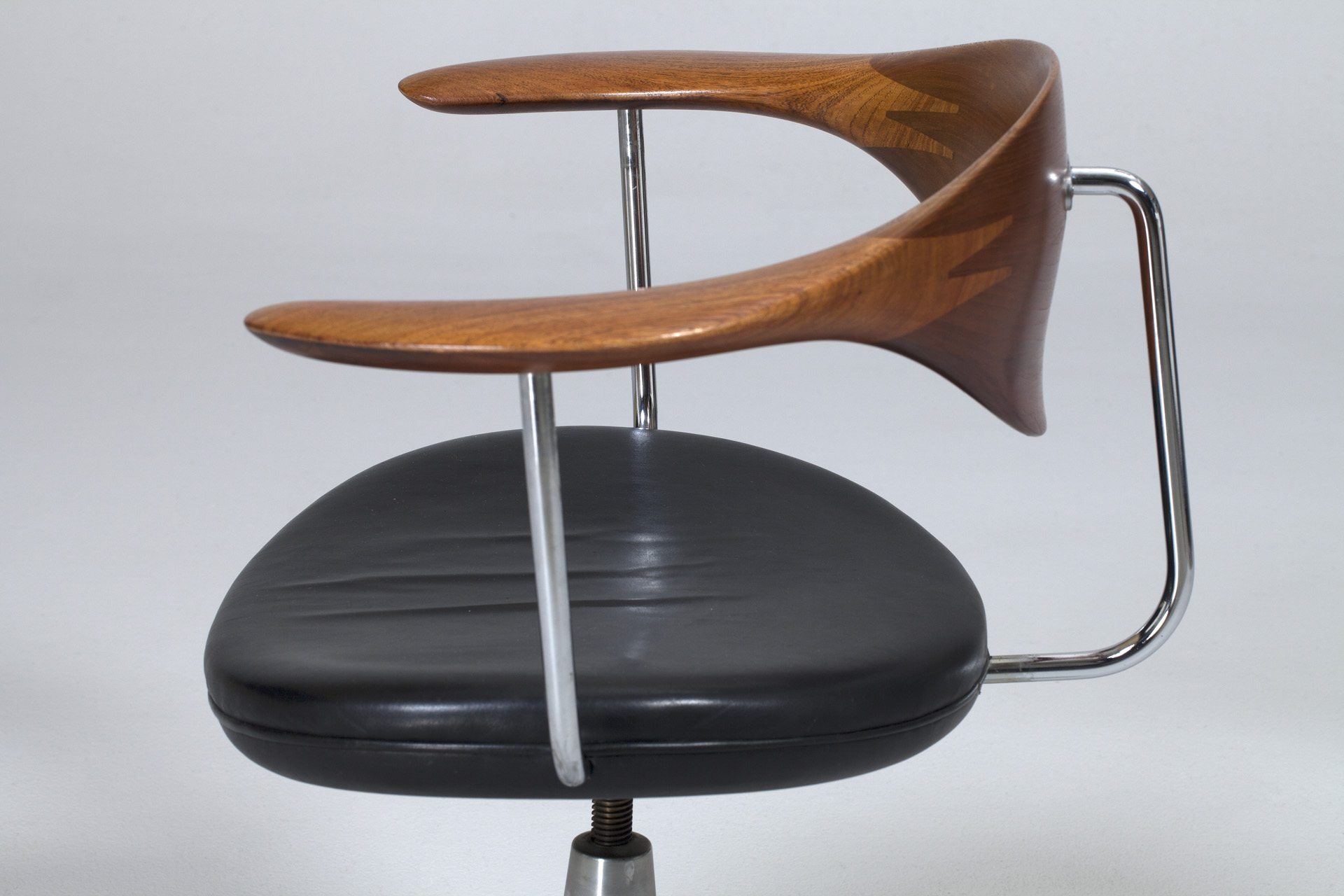 Jacksons Swivel Chair Hans J Wegner