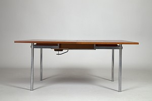 Hans J. Wegner. Dining table.