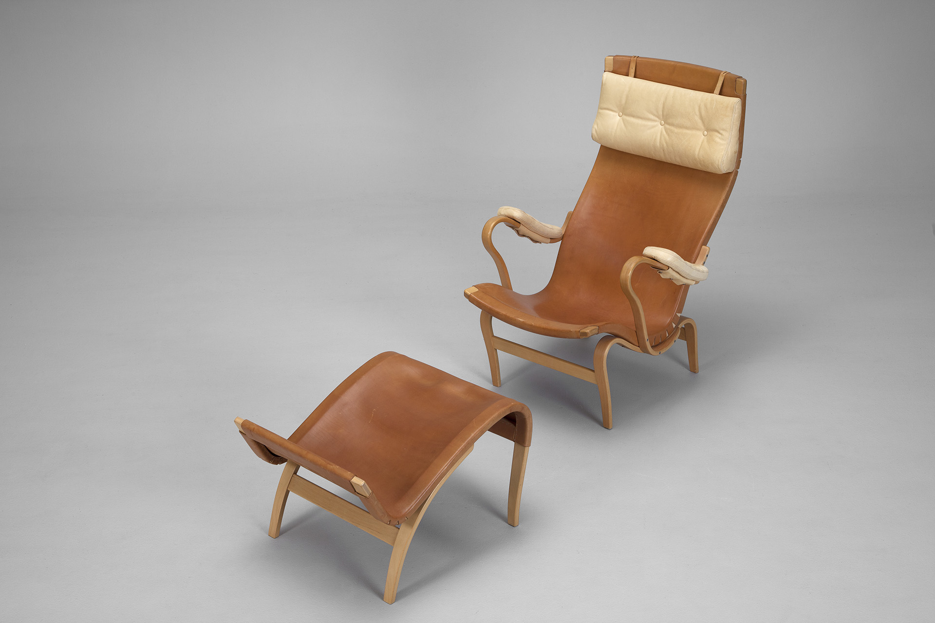 'Pernilla' Lounge Chair And Ottoman
