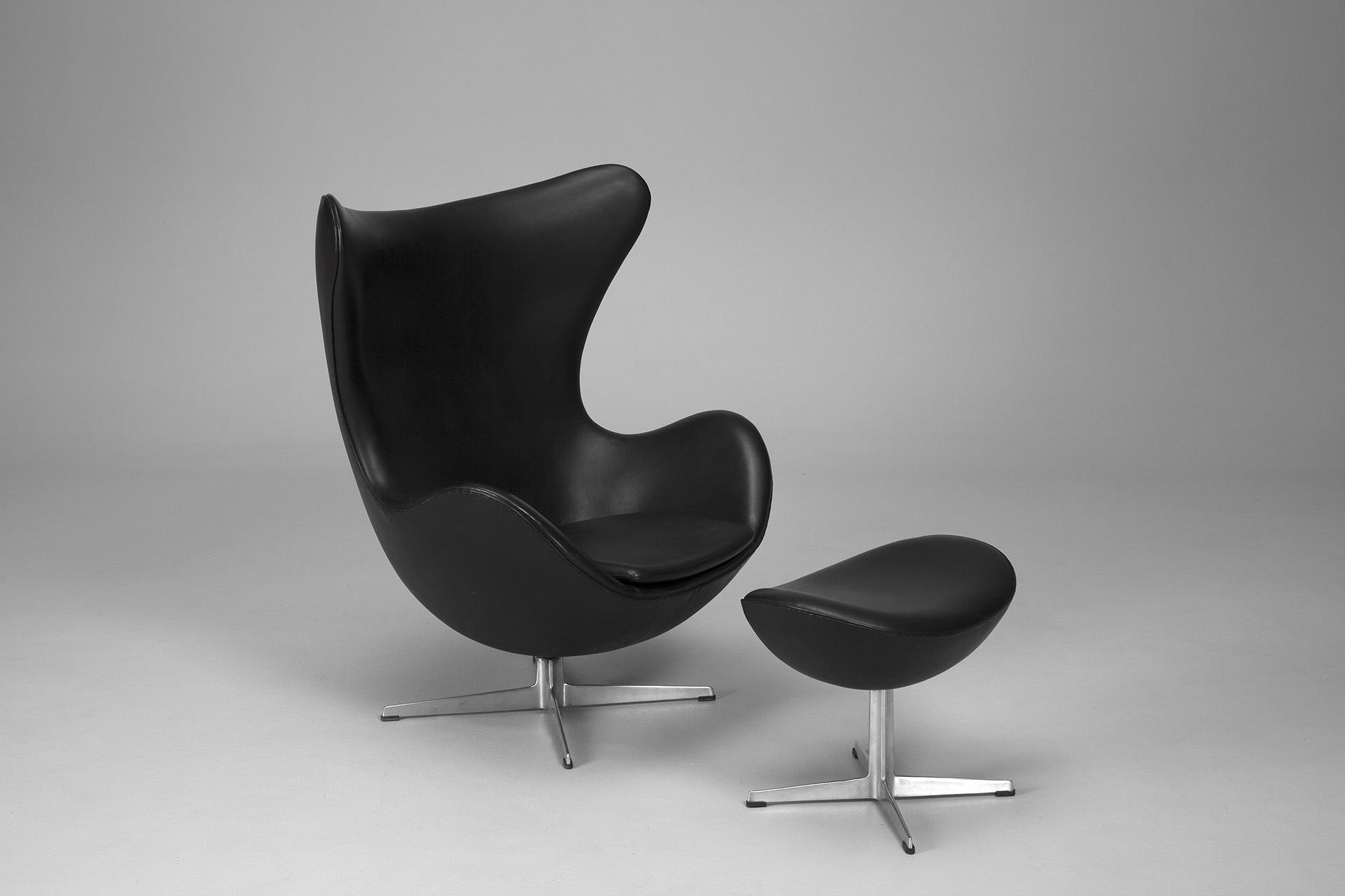 Swivel chairs with ottoman - Jacksons Egg Chair And Footstool Arne Jacobsen