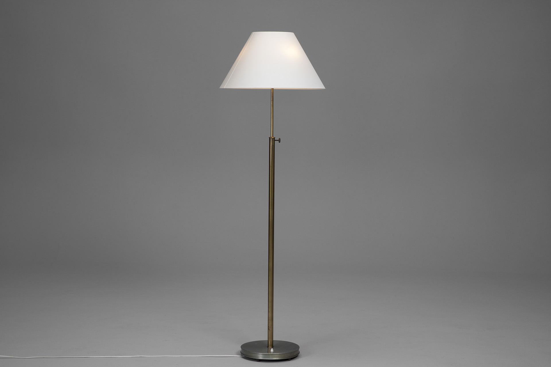 Extendable Floor Lamp
