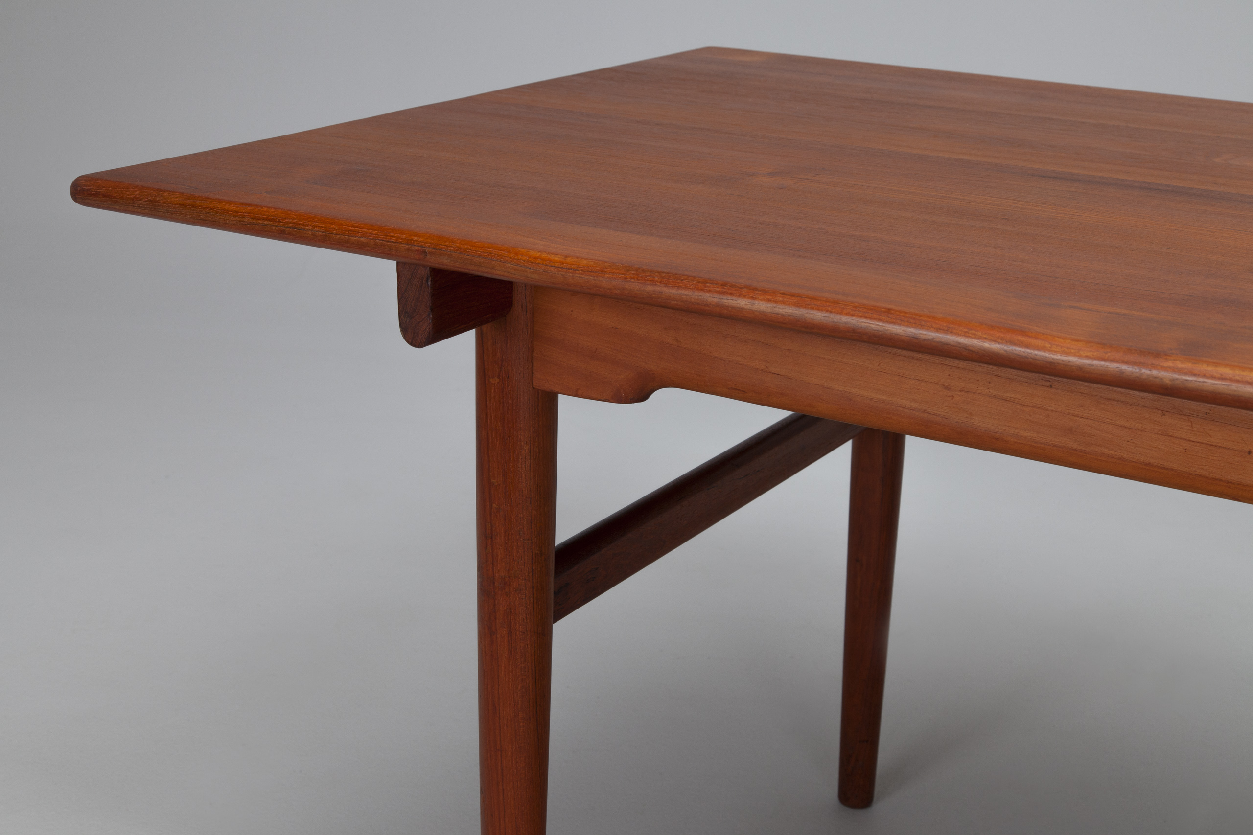 Dining Table, model no. AT 327